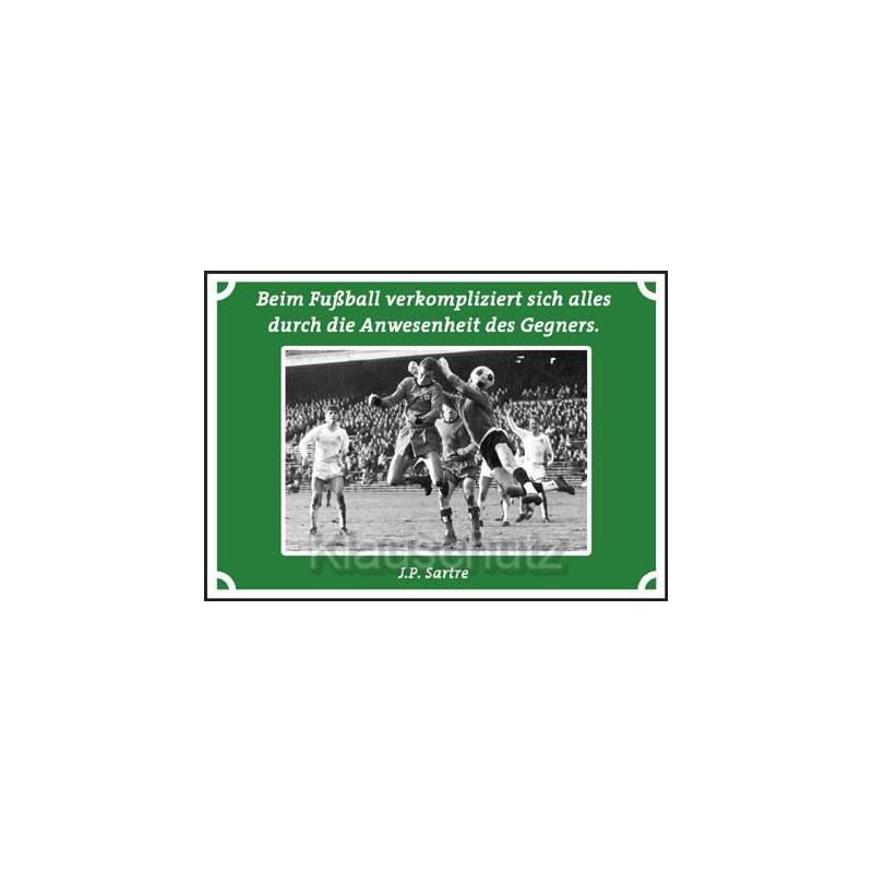 Postkarten Fußball-  Beim Fußball verkompliziert sich alles durch die Anwesenheit des Gegners. Jean Paul Sartre