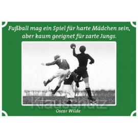Postkarten Fußball - Fußball mag ein Spiel für harte Mädchen sein, aber kaum geeignet für zarte Jungs. Oscar Wilde