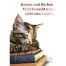 Katzen und Bücher. Mehr braucht man nicht zum Leben. Postkarte