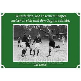 Postkarten Fußball |  Wunderbar, wie er seinen Körper zwischen sich und den Gegner schiebt.