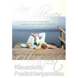 Doppelkarte zur Silberhochzeit: Zur silbernen Hochzeit - Die schönsten Erinnerungen sammelt man immer zu zweit.