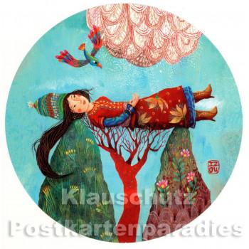 Runde Postkarte - Frau mit Vogel und Baum