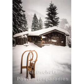 Stimmungsvolle Weihnachtskarte mit Schlitten im Schnee