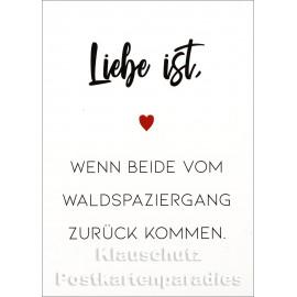 Liebe ist, wenn beide vom Waldspaziergang zurück kommen. | Lustige Discordia / Rabenmütter Postkarte