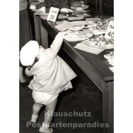 Kuchen mopsen - lustige s/w Postkarte von Discordia