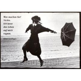 Ich lasse das Leben auf mich regnen - Rahel Varnhagen Postkarte von Discordia