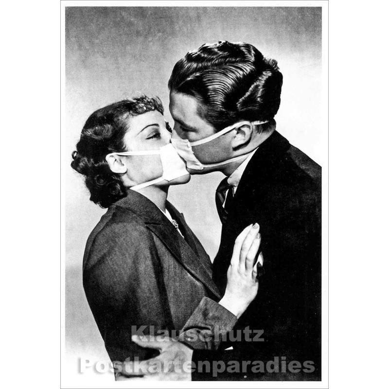 The protected Kiss | s/w Kuss Postkarte von Taurus