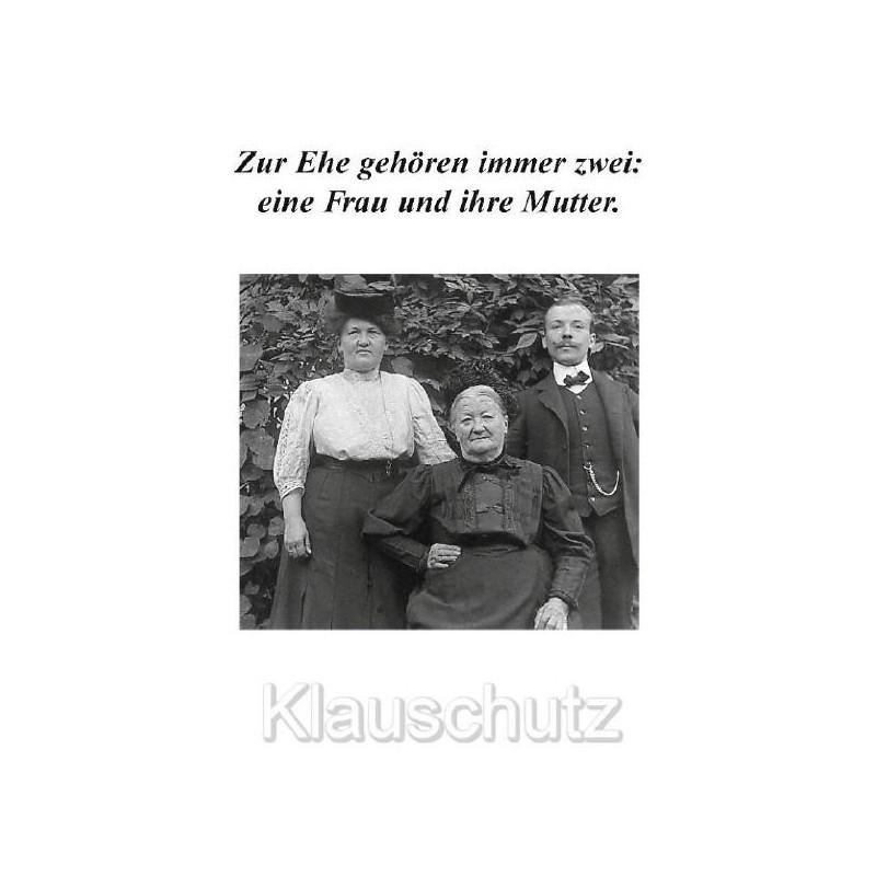 Zur Ehe gehören immer zwei: eine Frau und ihre Mutter.  Hochzeitskarte Postkarte