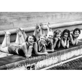 s/w Fotokarte - Frauen im Schwimmbad