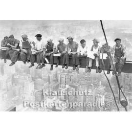 Taurus s/w Fotokarte | Bau des Rockefeller Center 1932 / Bettmann Archive