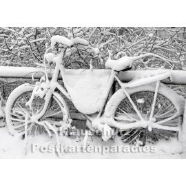 Postkartenparadies Postkarte | eingeschneites Fahrrad im Winter