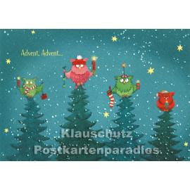 Advent, Advent, ...   SkoKo Grafik Weihnachtskarte mit vier Eulen auf Tannenbaumspitzen