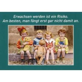 Lustige Sprüche Postkarte: Erwachsen werden ist ein Risiko. Am besten fängt man erst gar nicht damit an.