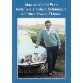 Witzige Postkarte Sprüche: Man darf eine Frau nicht wie ein Auto behandeln, ein Auto braucht Liebe. Auto Liebe | Sprüchekarte
